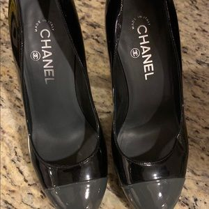 100% authentic Chanel pumps-very good condition